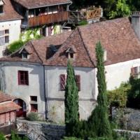 Maison d\'Etre and garden